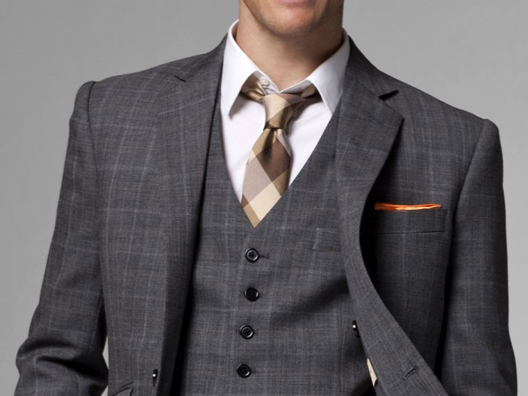 white-collar-style-with-indochino-the-giallo-three-piece-plaid-suit